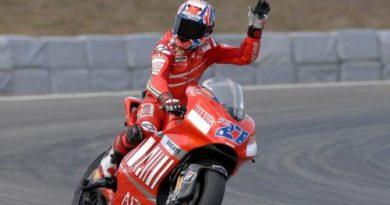 MotoGP: Stoner vence fácil em Brno