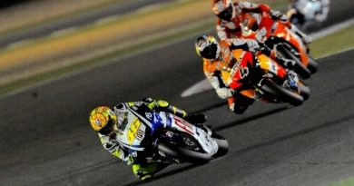 MotoGP: Valentino Rossi vence no Catar