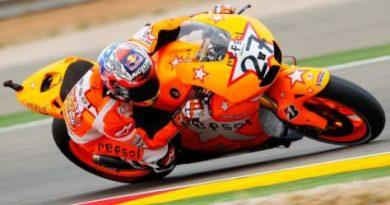 MotoGP: Casey Stoner vence em Aragón