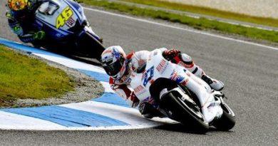 MotoGP: Casey Stoner vence em casa