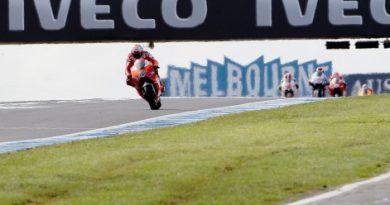 MotoGP: Casey Stoner vence pela quarta vez consecutiva em casa