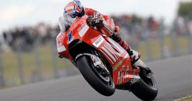 MotoGP: Casey Stoner domina GP da Inglaterra
