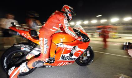 MotoGP: Casey Stoner sai na pole no Catar