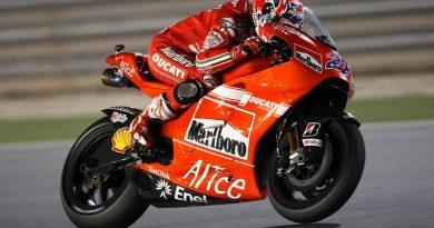 MotoGP: Casey Stoner vence na abertura da temporada em Losail