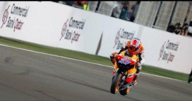 MotoGP: Casey Stoner vence no Catar