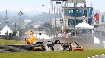 Pick-Up: Julio Campos vence prova acidentada em Curitiba e fatura a taça de 2009