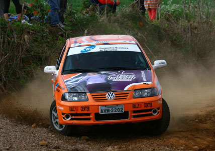 Rally: Brustolin e Cecconello vencem em casa e ampliam liderança do Brasileiro de Rally