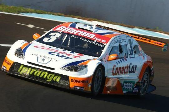 Stock: Bia Figueiredo se diverte com nomes das 18 curvas e retas da pista de Curvelo