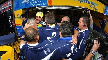 Stock: Thiago Camilo larga na pole em Santa Cruz