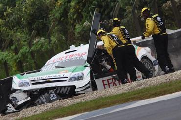 Stock: Feldmann escapa ileso de acidente a 190 km/h
