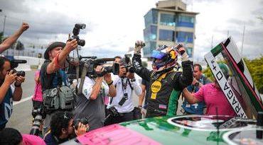 Stock: Felipe Fraga joga tudo na última tentativa e é o pole em Curitiba
