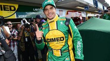 Stock: Marcos Gomes voa e crava a pole position em Curitiba