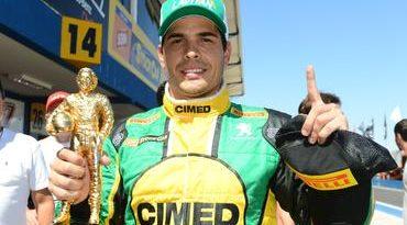 Stock: Em treino emocionante, Marcos Gomes crava terceira pole e mira o milhão