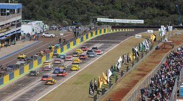 Stock: Cacá Bueno e Rubens Barrichello vencem em Cascavel