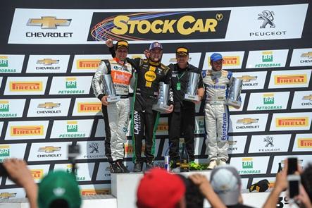 Stock: Felipe Fraga e Rubens Barrichello vencem em Londrina