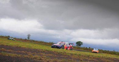Stock: Com pista molhada, Daniel Serra lidera primeiro treino