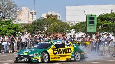 Stock: Stock Car Road Show agita feriado em Londrina