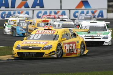 Stock: Zonta inicia maratona nas pistas dando show na Stock Car