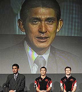 F1: Super Aguri anuncia venda e exibe pilotos