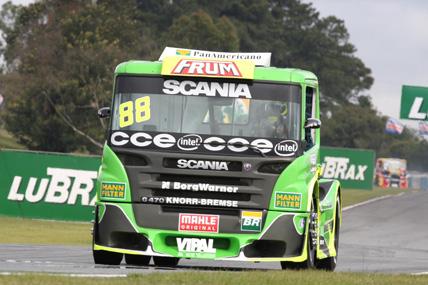 Truck: Beto e Roberval comemoram dobradinha da Scania no grid em Curiba