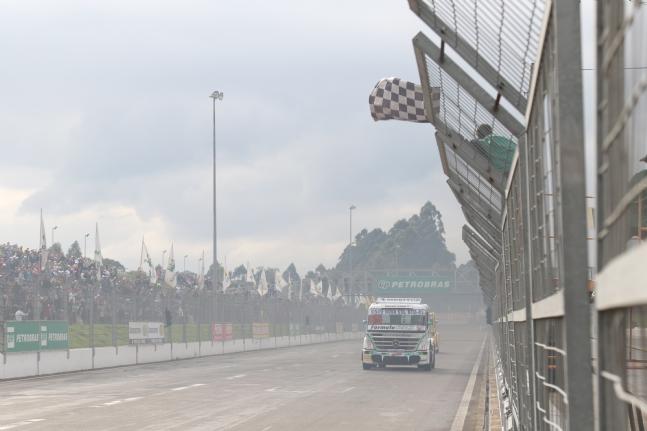 Truck: Paulo Salustiano ganha na Fórmula Truck no Velopark