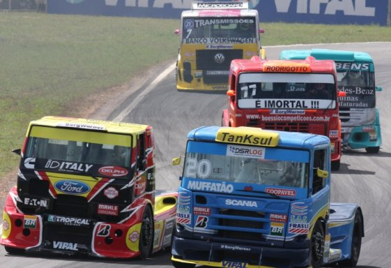 Truck: Leandro Totti pilota perante sua torcida, o objetivo é o pódio