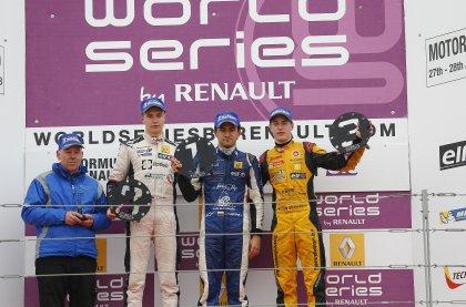 World Series by Renault: Kevin Magnussen e Carlos Huertas vencem no Motorland Aragón