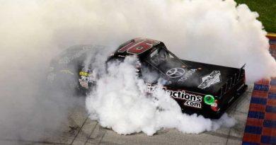 NASCAR Camping World Truck Series: Brett Moffitt vence em Chicago