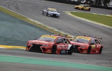 Sprint Race: Etapa Inverse excepcional e contou com três vencedores diferentes em Interlagos