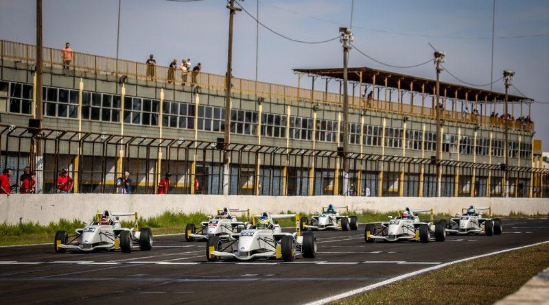 Fórmula Academy: Pedro Saderi abre a temporada com duas vitórias em Londrina