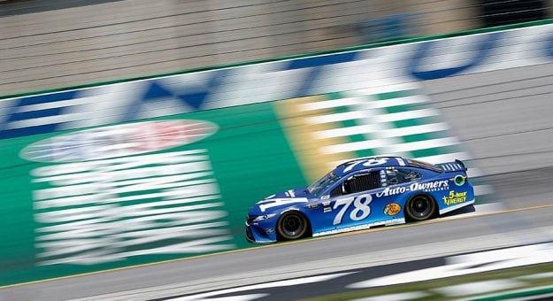 NASCAR Monster Energy Cup Series: Martin Truex Jr. marca a pole no Kentucky Speedway