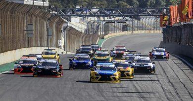 Largada da corrida com pilotos convidados da Sprint Race em 2017