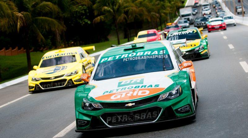 Stock Car: Corrida do Milhão agita Goiânia com desfile pela cidade e desafio de pit stop