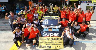 Stock Car: Rubens Barrichello vence pela segunda vez a Corrida do Milhão