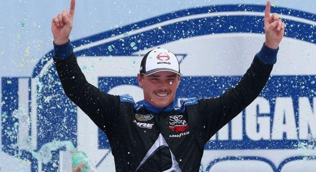 NASCAR Camping world Truck Series: Brett Moffitt vence em Michigan