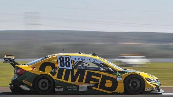 Stock Car: Fraga vence corrida 1 após manobra ousada