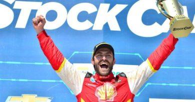 Stock Car: Na base da sorte, Átila Abreu vence a corrida 2 em Cascavel