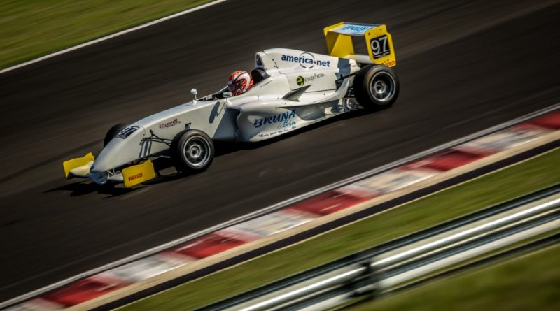 Bruna Tomaselli destaca bom desempenho na Fórmula Academy Sudamericana