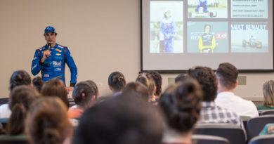Cesar Ramos realiza palestra e visita crianças do Instituto do Câncer de Londrina