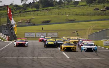 Sprint Race: Luiz Túrmina vence na PRO e Vinicius Kwong na GP na primeira corrida deste sábado