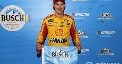 NASCAR Monster Energy Cup Series: Joey Logano marca a pole no Kansas Speedway