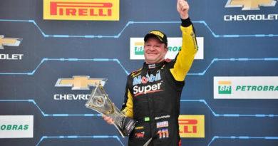 Stock Car: Rubens Barrichello vence corrida 1 em Londrina