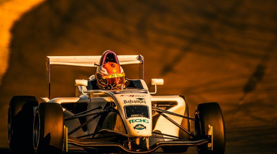 Gaetano Di Mauro testa carro da Fórmula Academy Sudamericana