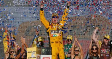 NASCAR Monster Energy Cup Series: Kyle Busch vence no ISM Raceway. Definidos os quatro finalistas do campeonato
