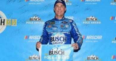 NASCAR Monster Energy Cup Series: Depois de punição, Kevin Harvick marca a pole no IS Raceway