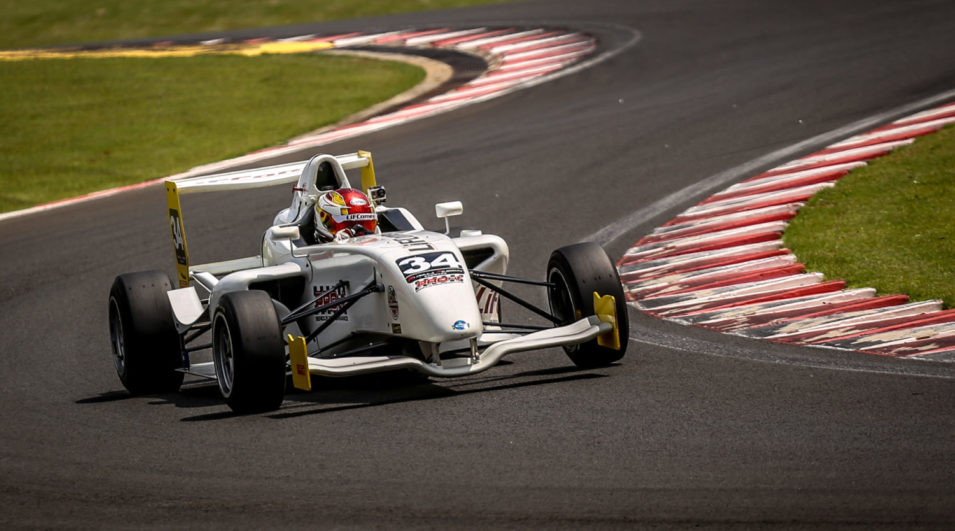 Fórmula Academy: Juan Vieira celebra primeiro título no automobilismo