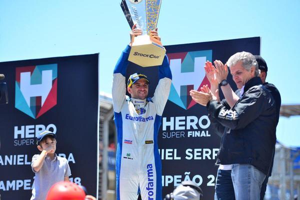 Stock Car: Ricardo Zonta vence em Interlagos. Daniel Serra conquista o bicampeonato