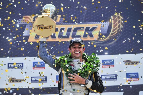 Copa Truck: Roberval Andrade é campeão brasileiro diante de 32 mil pessoas em Curitiba