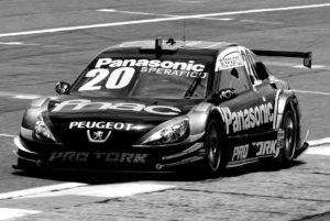 Peugoet 408 Sedan pilotado por Ricardo Sperafico. Estreia: 2011